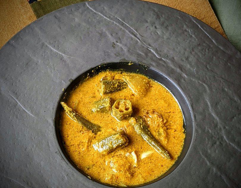 Okra-kokos curry – Bhendi ghashi